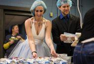 Noiva, noivo e 70 convidados fazem caridade em comemoração ao casamento (Foto: Arquivo particular do casal)